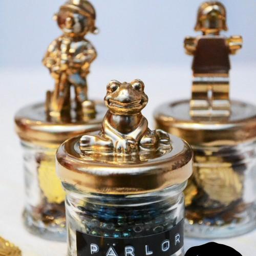 Guldiga småburkar
